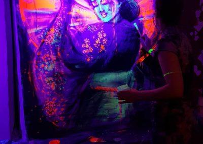 Salon Birgit & Bier- Live Painting blacklight 1- Geischa