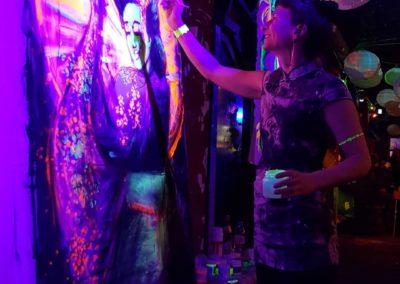 Salon Birgit & Bier- Live Painting blacklight 1- Geischa 2